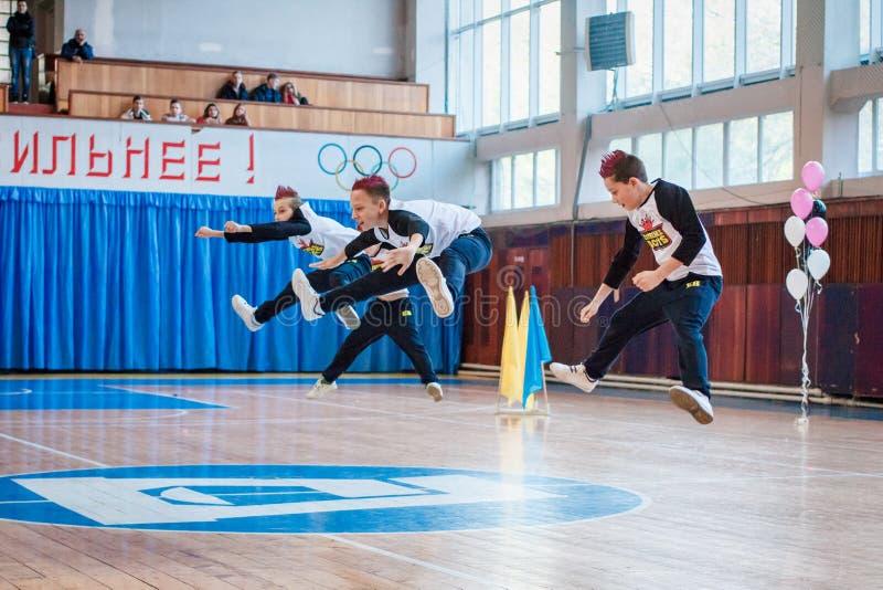 Πρωτάθλημα της πόλης Kamenskoye μεταξύ των solos, τα ντουέτα και τις ομάδες στοκ εικόνα