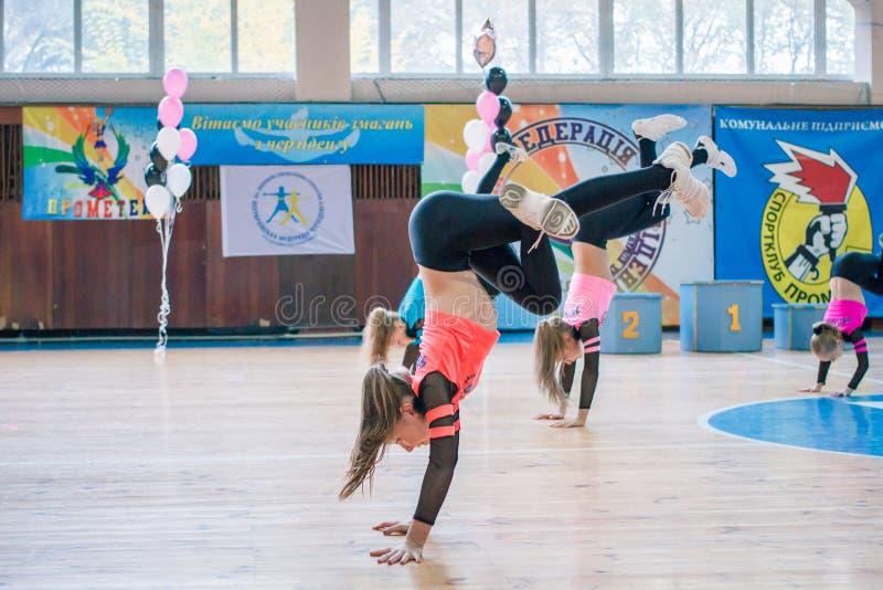 Πρωτάθλημα της πόλης Kamenskoye μεταξύ των solos, τα ντουέτα και τις ομάδες στοκ εικόνες