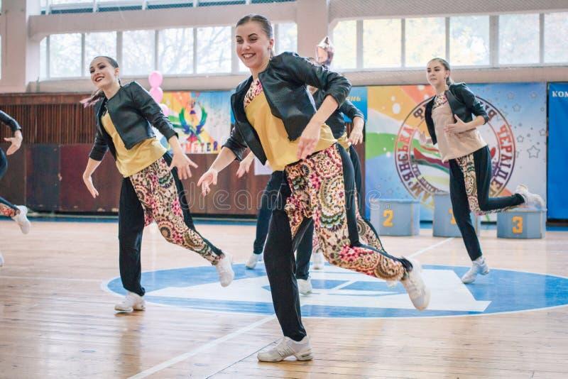 Πρωτάθλημα της πόλης Kamenskoye μεταξύ των solos, τα ντουέτα και τις ομάδες στοκ εικόνες με δικαίωμα ελεύθερης χρήσης
