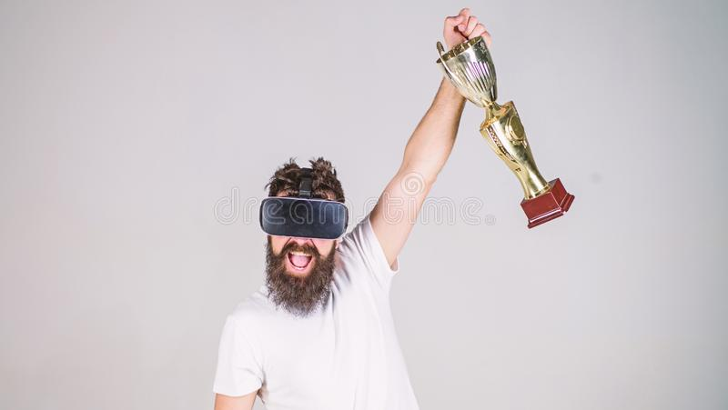 Πρωτάθλημα on-line Αισθανθείτε τη νίκη στα παιχνίδια εικονικής πραγματικότητας Επιτύχετε τη νίκη Εικονικό αποκτημένο gamer επίτευ στοκ φωτογραφίες