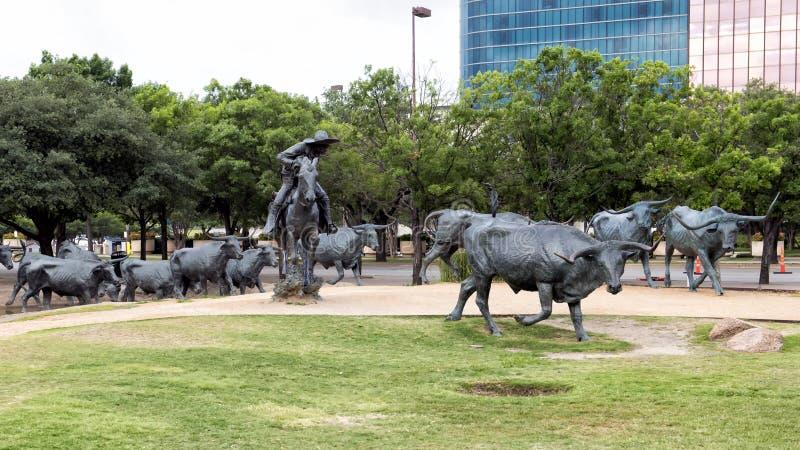 Πρωτοπόρος Plaza, Ντάλλας γλυπτών ταύρων και κάουμποϋ χαλκού στοκ εικόνες με δικαίωμα ελεύθερης χρήσης