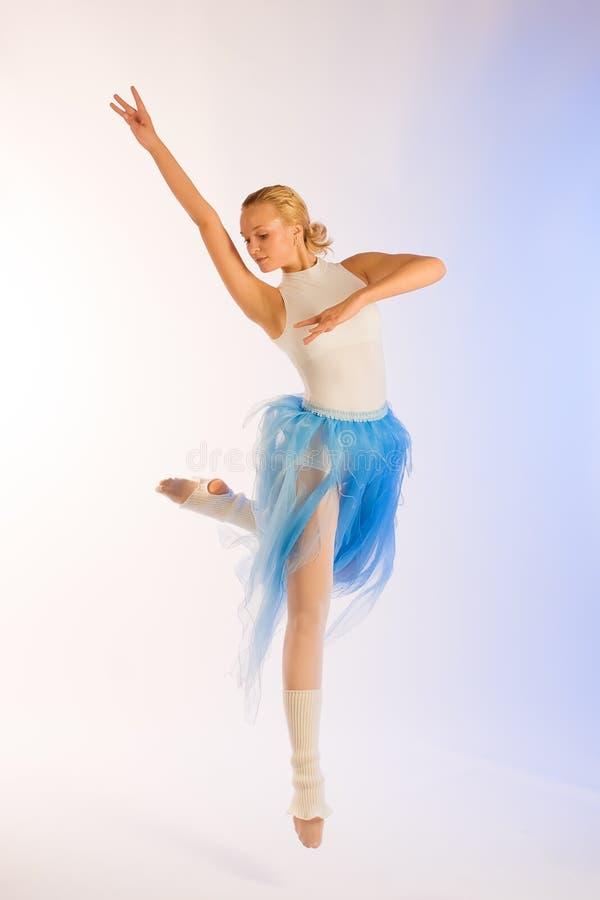 πρόβα ballerina στοκ φωτογραφία με δικαίωμα ελεύθερης χρήσης