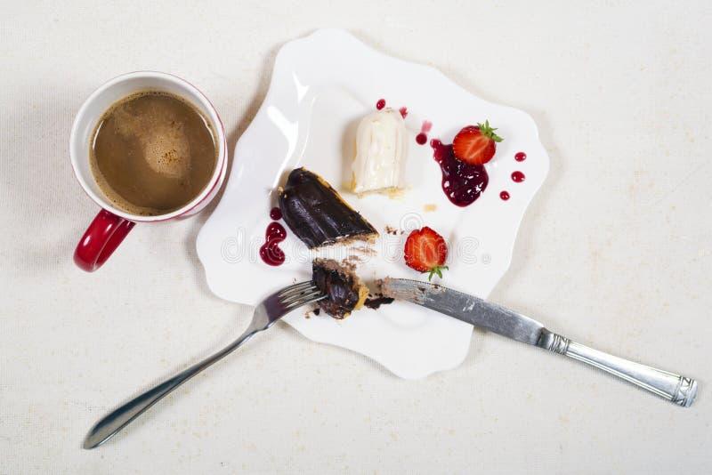 Πρόγευμα με το coffe και το κέικ ECLAIR στοκ εικόνα