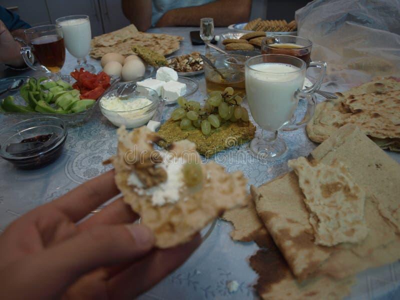 Πρόγευμα στην ιρανική οικογένεια στοκ φωτογραφίες με δικαίωμα ελεύθερης χρήσης