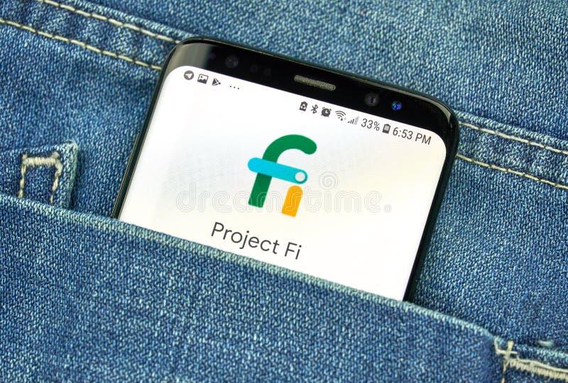 Πρόγραμμα Fi Google για μια τηλεφωνική οθόνη σε μια τσέπη στοκ φωτογραφίες με δικαίωμα ελεύθερης χρήσης