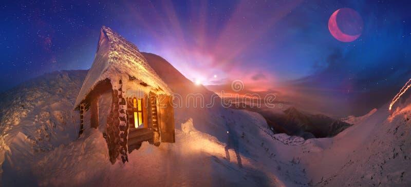 Πρόθυμα συναντήστε τις χειμερινές διακοπές στα βουνά στοκ εικόνες
