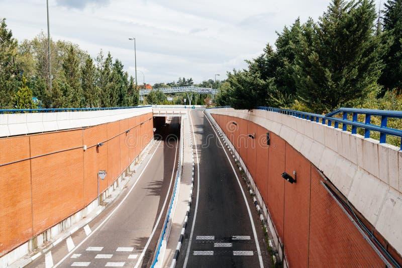 Πρόσβαση M30 στον αυτοκινητόδρομο στη Μαδρίτη μια νεφελώδης ημέρα στοκ εικόνα με δικαίωμα ελεύθερης χρήσης