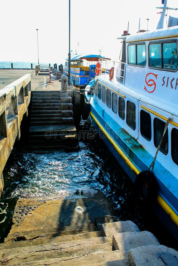 Πρόσδεση βαρκών επιβατών εν πλω στοκ φωτογραφίες