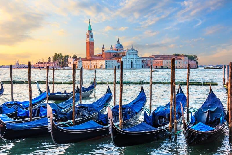 Πρόσδεση γονδολών και άποψη SAN Giorgio Maggiore, Βενετία, Ιταλία στοκ εικόνες