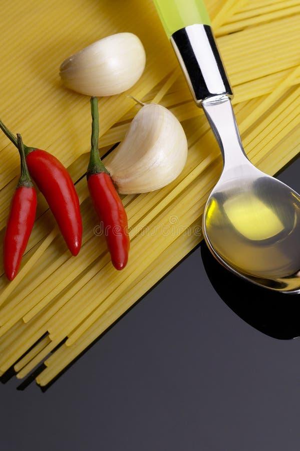 πρόσθετα ζυμαρικά Virgin ελιών &p στοκ εικόνες με δικαίωμα ελεύθερης χρήσης