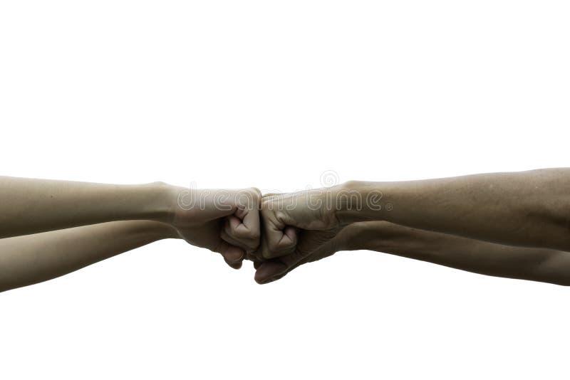 Πρόσκρουση πυγμών φίλων που απομονώνεται μαζί στο άσπρο υπόβαθρο Πρόσκρουση πυγμών μεταξύ των συναδέλφων Έννοια φιλίας και ομαδικ στοκ φωτογραφίες
