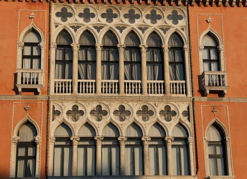 Πρόσοψη ενός αρχαίου παλατιού στη Βενετία στοκ φωτογραφίες με δικαίωμα ελεύθερης χρήσης