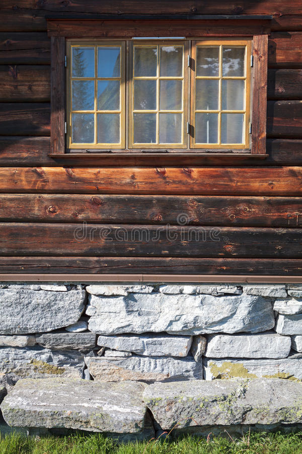 Πρόσοψη ενός παραδοσιακού νορβηγικού σπιτιού στοκ εικόνες με δικαίωμα ελεύθερης χρήσης