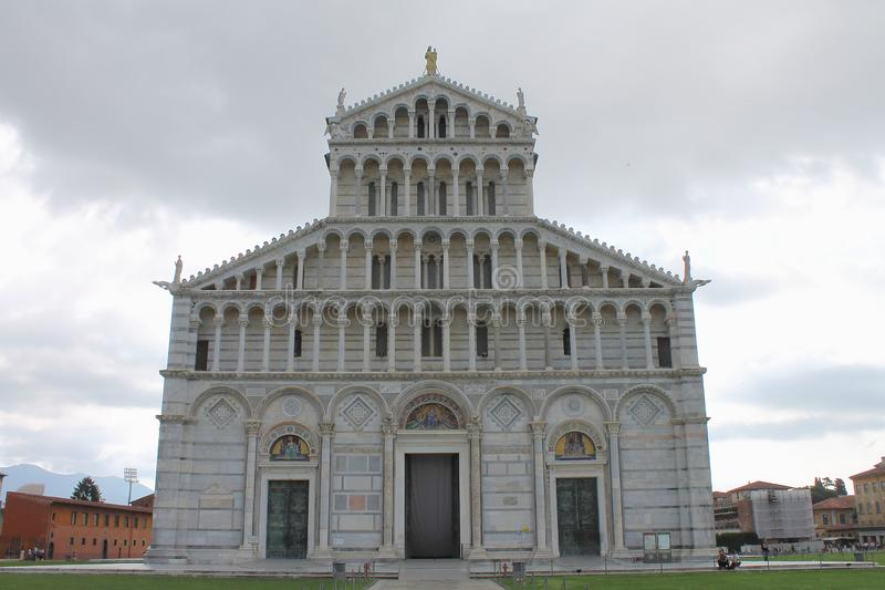 Πρόσοψη καθεδρικών ναών της Πίζας 8 370 1000 1600 το 1947 2010 a6gcs appx παρευρίσκονται στο κλασικό χαρακτηριστικό γνώρισμα πόλε στοκ φωτογραφία με δικαίωμα ελεύθερης χρήσης