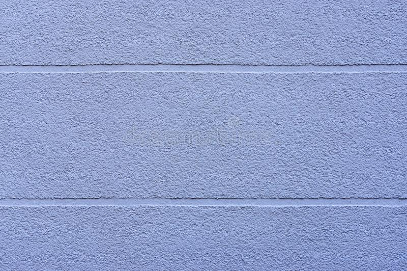 Πρόσοψη λεπτομέρειας ενός σπιτιού με το μπλε ασβεστοκονίαμα και οριζόντια την επέκταση των οπτικών ενώσεων ως στοιχείο σχεδίου ως στοκ εικόνα