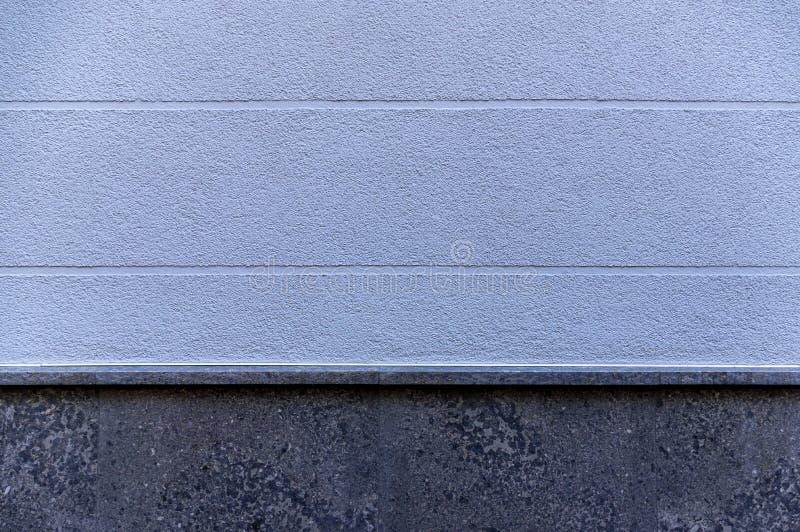 Πρόσοψη λεπτομέρειας ενός σπιτιού με το μπλε plasterwork και οριζόντια την επέκταση των οπτικών ενώσεων ως στοιχείο και βάση σχεδ στοκ εικόνες με δικαίωμα ελεύθερης χρήσης