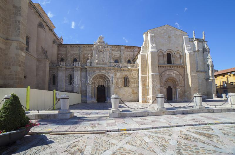 Πρόσοψη της βασιλικής SAN Ισίδωρος de Leon, Ισπανία στοκ εικόνα