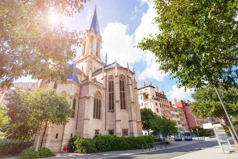 Πρόσοψη της εκκλησίας του ST George σε Vieux Λυών, Γαλλία στοκ εικόνα με δικαίωμα ελεύθερης χρήσης