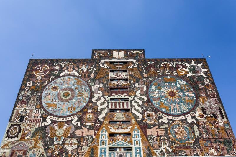 Πρόσοψη της κεντρικής βιβλιοθήκης Biblioteca κεντρικό στο πανεπιστήμιο Ciudad Universitaria UNAM στο Βορρά AM της Πόλης του Μεξικ στοκ εικόνα με δικαίωμα ελεύθερης χρήσης