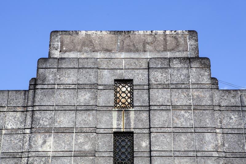 Πρόσοψη της παλαιάς οινοπνευματοποιίας ρουμιού του Bacardi στο Σαντιάγο de Κούβα - Κούβα στοκ εικόνα
