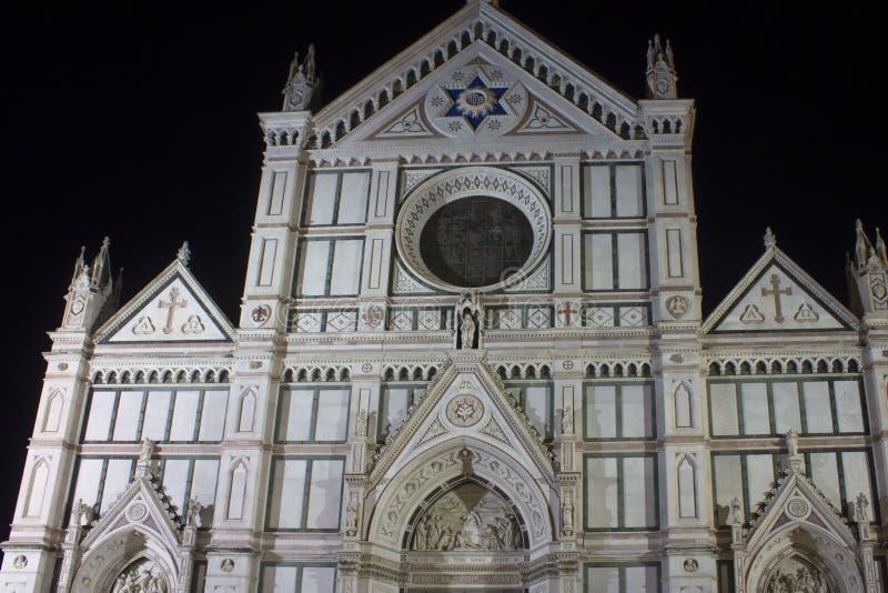 Πρόσοψη τη νύχτα της ιερής διαγώνιας εκκλησίας στη Φλωρεντία στοκ εικόνες