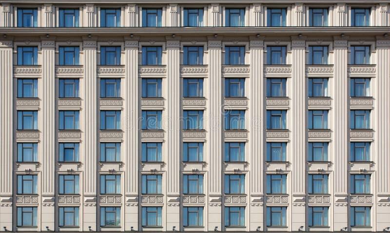 Πρόσοψη του ακριβού κτηρίου ξενοδοχείων στοκ φωτογραφίες