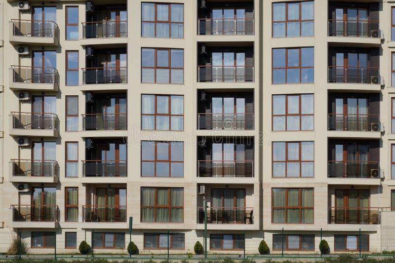 Πρόσοψη του σπιτιού διαμερισμάτων στοκ φωτογραφίες με δικαίωμα ελεύθερης χρήσης