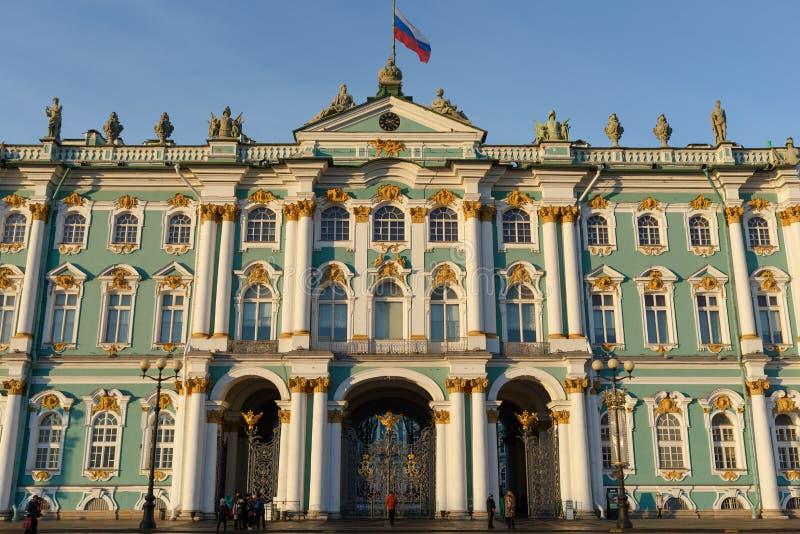 Πρόσοψη του χειμερινού παλατιού, σπίτι του μουσείου ερημητηρίων, εικονικό ορόσημο στη Αγία Πετρούπολη, Ρωσία στοκ εικόνες με δικαίωμα ελεύθερης χρήσης