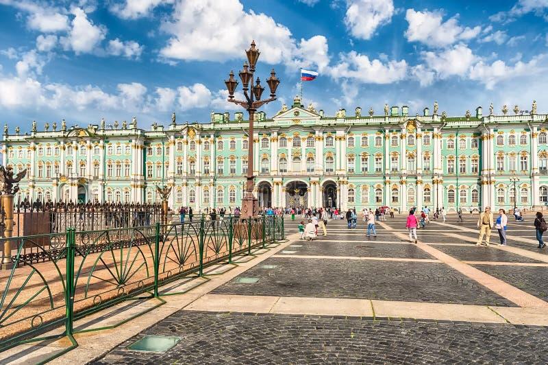 Πρόσοψη του χειμερινού παλατιού, μουσείο ερημητηρίων, Αγία Πετρούπολη, Ρ στοκ εικόνα
