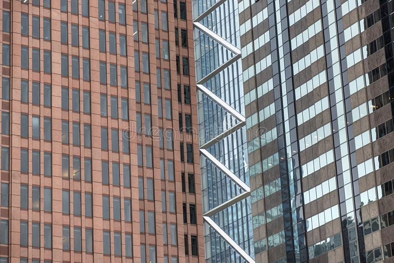 Πρόσοψη των σύγχρονων κτιρίων γραφείων Λεπτομέρειες του σύγχρονου ουρανοξύστη Φιλαδέλφεια, Πενσυλβανία, ΗΠΑ στοκ εικόνα με δικαίωμα ελεύθερης χρήσης