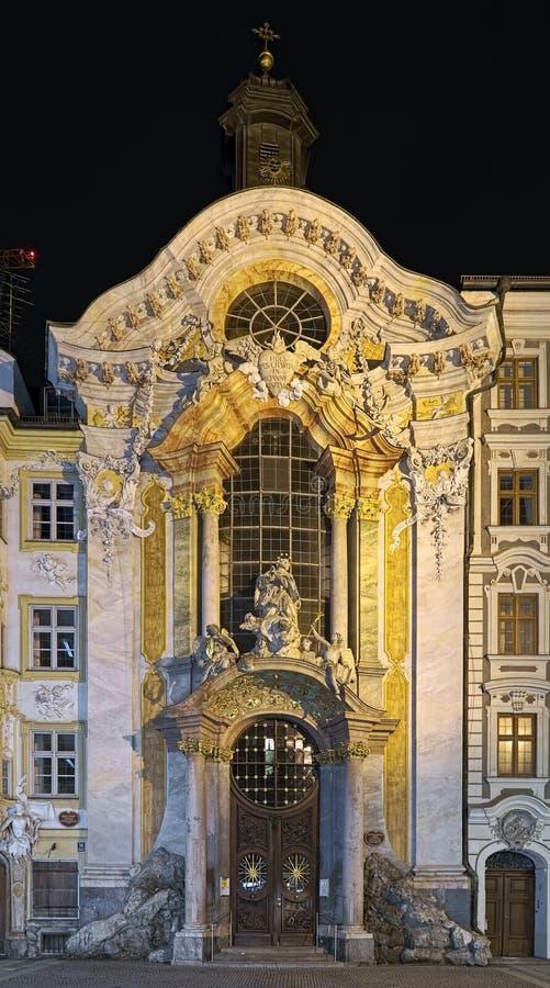 Πρόσοψη Asamkirche στο Μόναχο στη νύχτα, Γερμανία στοκ εικόνα
