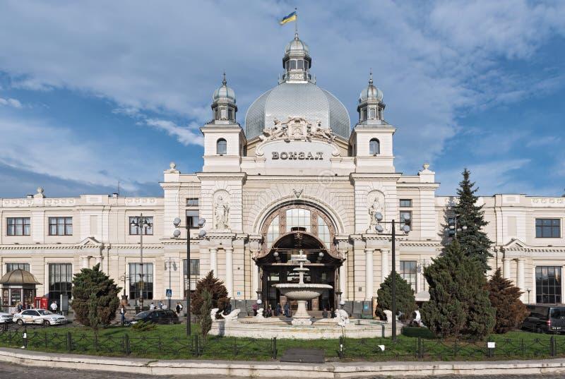 Πρόσοψη Nouveau τέχνης του κεντρικού σταθμού lviv-Holovnyi, Lviv, Ουκρανία στοκ φωτογραφίες με δικαίωμα ελεύθερης χρήσης