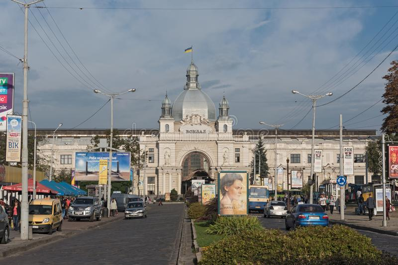 Πρόσοψη Nouveau τέχνης του κεντρικού σταθμού lviv-Holovnyi, Lviv, Ουκρανία στοκ εικόνα
