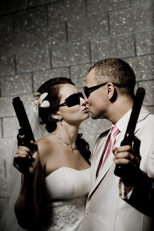 Πρόσφατα παντρεμένο ζευγάρι στοκ εικόνα με δικαίωμα ελεύθερης χρήσης