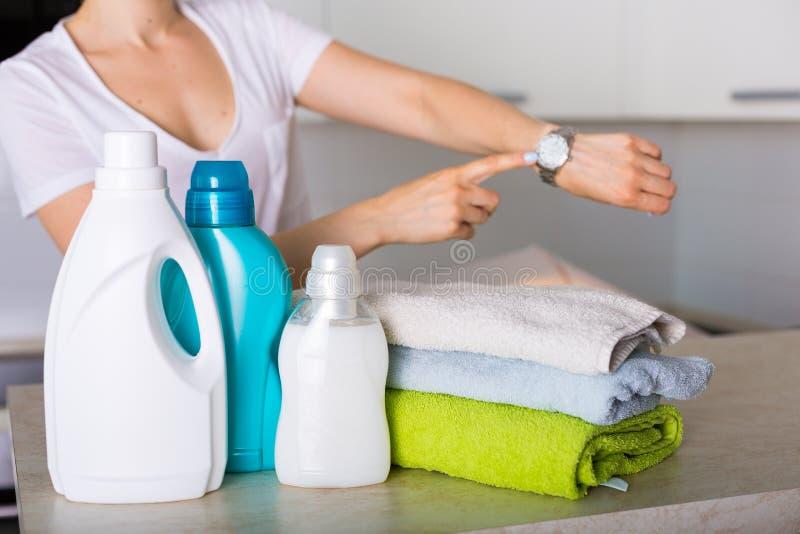 πρόσφατα πλυντήριο που πλένεται στοκ εικόνα με δικαίωμα ελεύθερης χρήσης