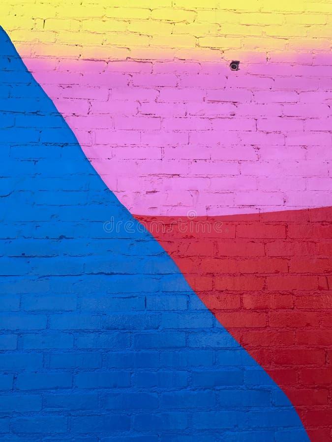 Πρόσφατα χρωματισμένος πολυ χρωματισμένος τουβλότοιχος στοκ εικόνες με δικαίωμα ελεύθερης χρήσης