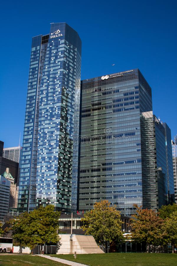 Πρόσφατα χτισμένοι ουρανοξύστες στο στο κέντρο της πόλης Τορόντο στοκ φωτογραφία