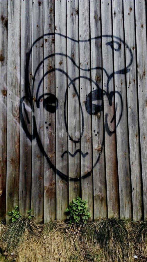 Πρόσωπο γκράφιτι στο φράκτη στοκ εικόνα με δικαίωμα ελεύθερης χρήσης