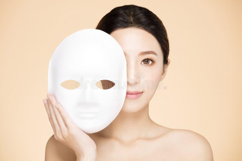 Πρόσωπο γυναικών με την του προσώπου έννοια μασκών στοκ φωτογραφίες με δικαίωμα ελεύθερης χρήσης
