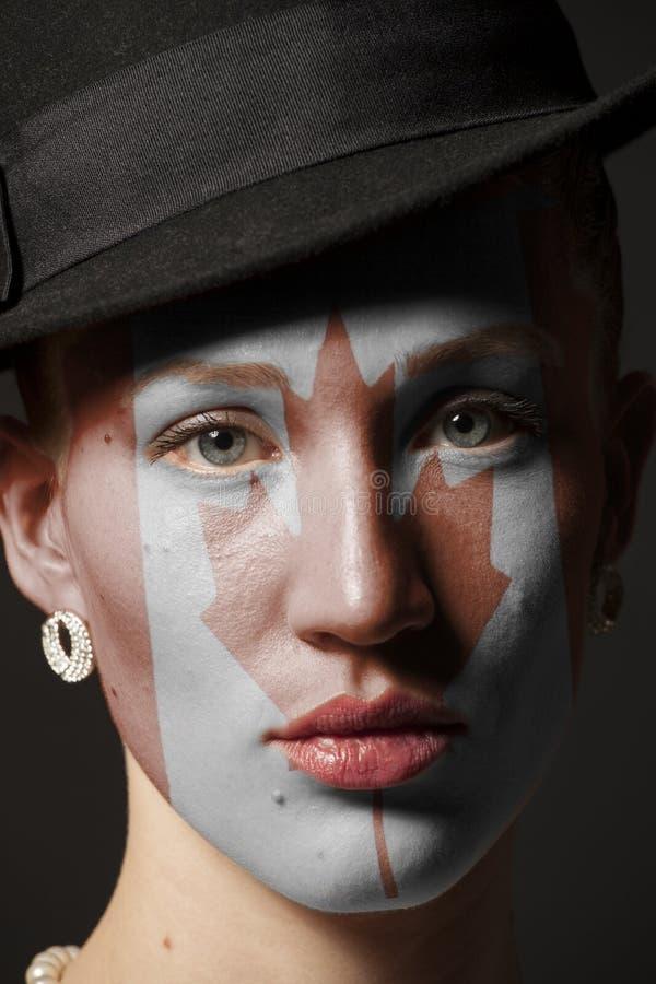 Πρόσωπο γυναικών με τη χρωματισμένη σημαία του Καναδά στοκ εικόνα με δικαίωμα ελεύθερης χρήσης