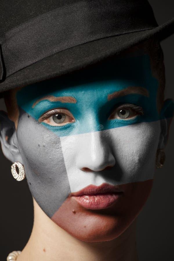 Πρόσωπο γυναικών με τη χρωματισμένη σημαία του Κουβέιτ στοκ φωτογραφίες με δικαίωμα ελεύθερης χρήσης