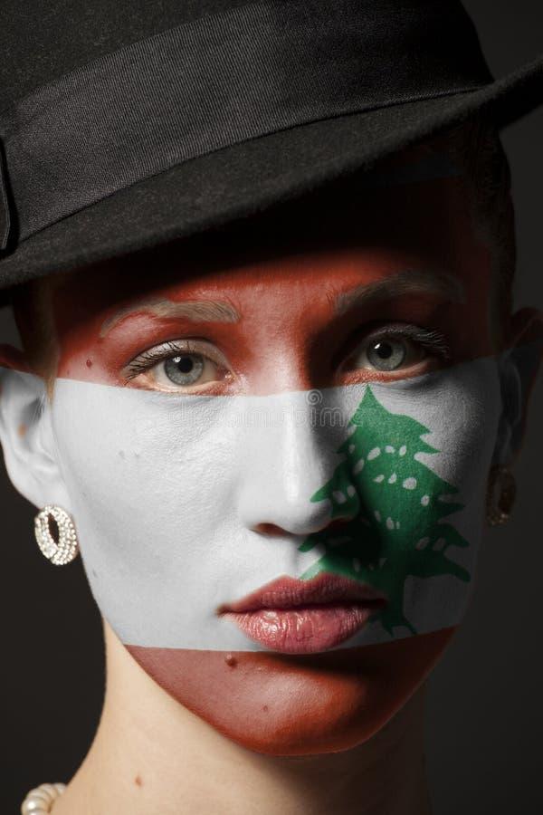 Πρόσωπο γυναικών με τη χρωματισμένη σημαία του Λιβάνου στοκ φωτογραφία με δικαίωμα ελεύθερης χρήσης