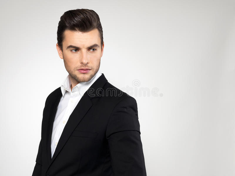 Πρόσωπο κινηματογραφήσεων σε πρώτο πλάνο ενός επιχειρηματία μόδας στο κοστούμι στοκ εικόνες