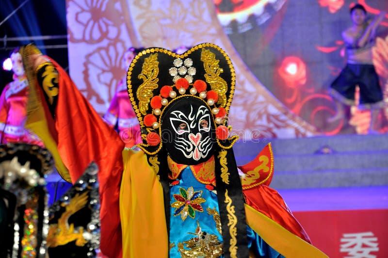 Πρόσωπο-μεταβαλλόμενη απόδοση στο φεστιβάλ φαναριών στοκ εικόνα με δικαίωμα ελεύθερης χρήσης