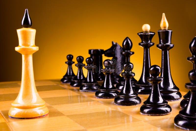 Πρόσωπο με πρόσωπο, πρώτο βήμα σκακιού Διάστημα αντιγράφων για το κείμενο στοκ εικόνες με δικαίωμα ελεύθερης χρήσης