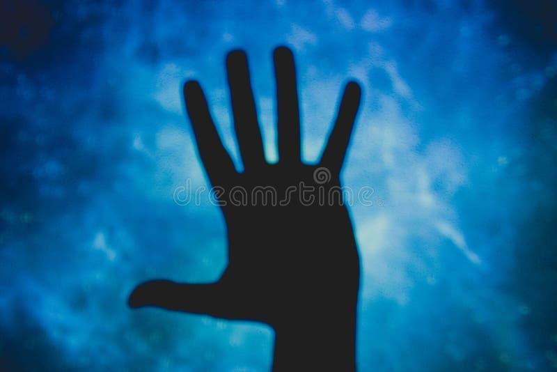 Πρόσωπο με τα ανοικτά χέρια, πέντε δάχτυλα στοκ φωτογραφία με δικαίωμα ελεύθερης χρήσης