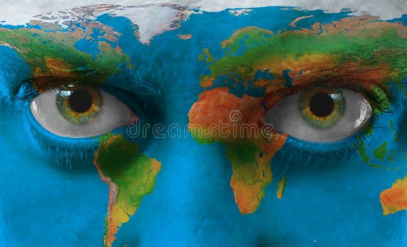 Πρόσωπο με το χρωματισμένο χάρτη στοκ φωτογραφίες με δικαίωμα ελεύθερης χρήσης
