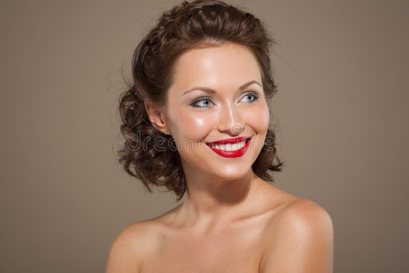 Πρόσωπο μιας όμορφης ευτυχούς γυναίκας brunette στοκ φωτογραφία με δικαίωμα ελεύθερης χρήσης