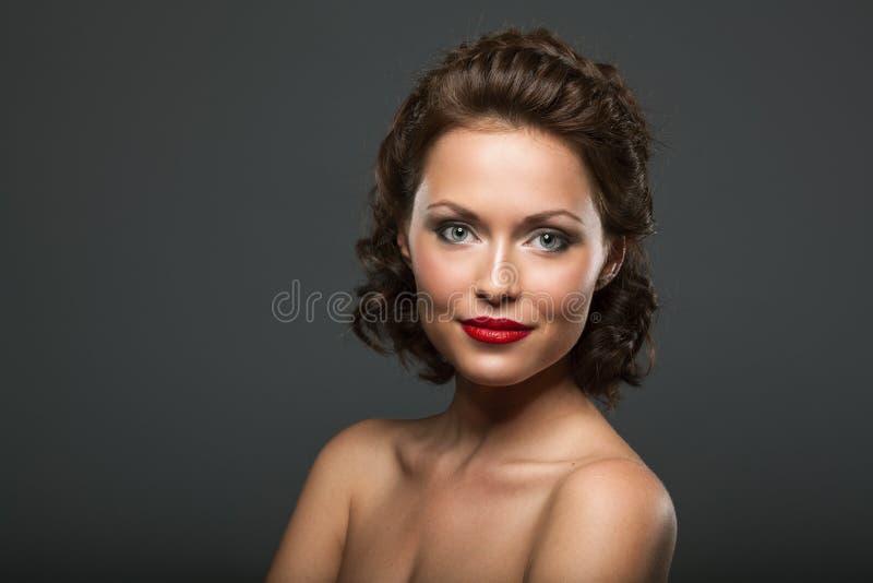 Πρόσωπο μιας όμορφης προκλητικής γυναίκας brunette στοκ εικόνα με δικαίωμα ελεύθερης χρήσης