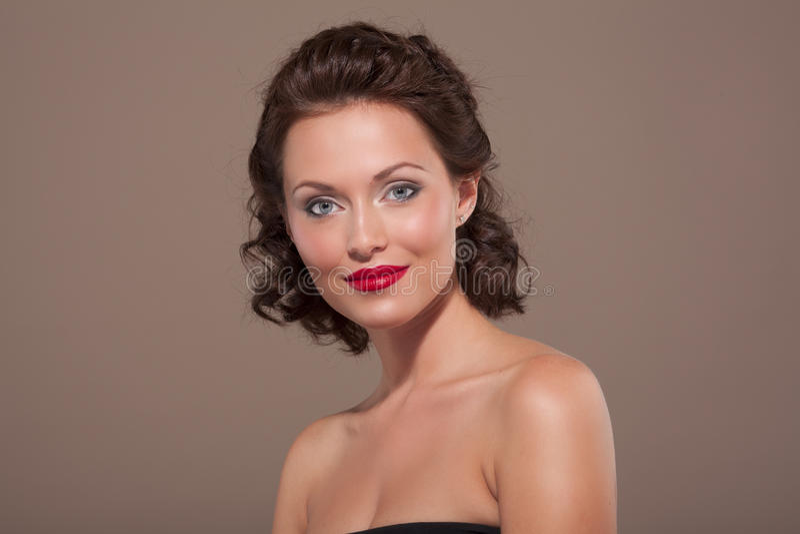 Πρόσωπο μιας όμορφης προκλητικής γυναίκας brunette στοκ φωτογραφία με δικαίωμα ελεύθερης χρήσης